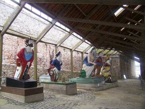 Ship figureheads displayed beside the 1774–5 slip, covered c.1815. Image by J. D. Davies.